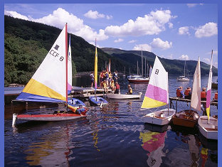 Lochearnhead is a popular centre for watersports including dinghy sailing, kayaking, waterskiing and Canadian canoeing